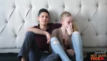 Favourable dude gets to permeate babes pussy